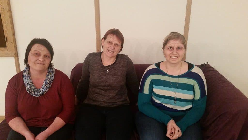 Geschminkt auf drei alte Damen